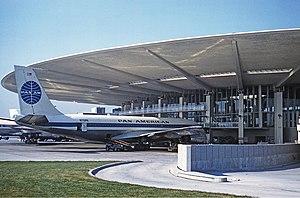 Worldport (Pan Am) - Image: Pan Am Boeing 707 100 at JFK 1961 Proctor
