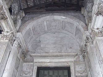 Pantheon (Rome) entrance arch.jpg