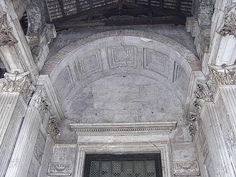 Pantheon (Rome) entrance arch.jpg
