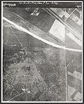 Parachutisten van de Vierde Parachutisten Brigade landen op de Ginkelse Heide.jpg