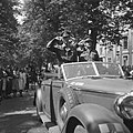 Parade over het Lange Voorhout Prins Bernhard en commandant De Ruyter van Stev…, Bestanddeelnr 900-5372.jpg