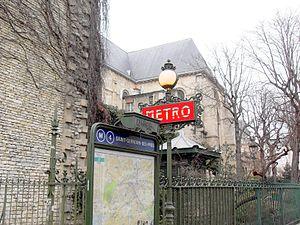 Saint-Germain-des-Prés (Paris Métro) - Image: Paris Saint Germain Metro Eglise 160109