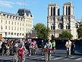 Paris sans voitures16Pl du Petit Pont.JPG