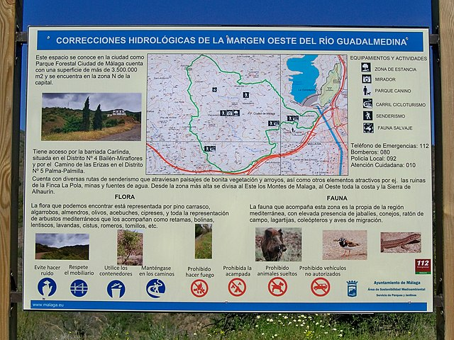 Panel informativo en el parque forestal Ciudad de Málaga