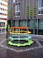 Pascal Häusermann L'art de la guerre, 2012, Plastik vor dem Green City Hotel in Freiburg-Vauban 4.jpg