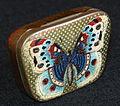 Pastille blikje met afbeelding van Vlinder, foto2.JPG