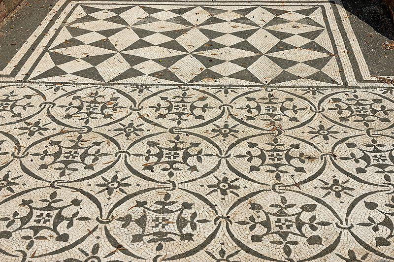 File:Pavement Hospitalia Villa Hadriana.jpg