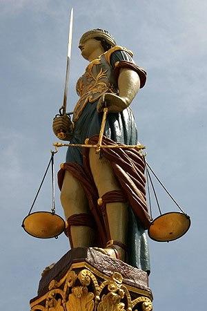 Gerechtigkeitsbrunnen (Bern) - The figure of Justice on the Gerechtigkeitsbrunnen in Biel is one of many influenced by  Gieng's work.