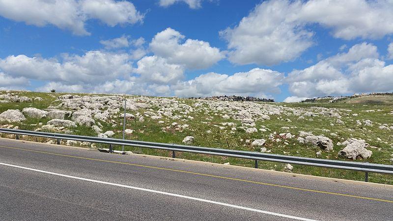 סלעים  בדרך לצפת