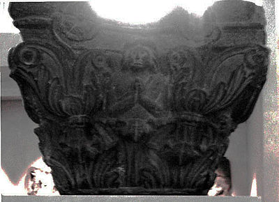 An Indo-Corinthian capital from the Butkara Stupa under which a coin of Azes II was found. 日向 20 公元前年或更早版本 (都灵市古代艺术博物馆).