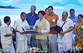 Pinarayi Vijayan presenting a memento to the Minister of State for Housing and Urban Affairs (IC), Shri Hardeep Singh Puri, at the inaugural ceremony of the second reach of Kochi Metro, in Kochi.jpg