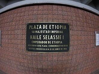 Metro Etiopía / Plaza de la Transparencia - Image: Placa de la Plaza de Etiopía conmemorando visita de Haile Selassie Ciudad de México