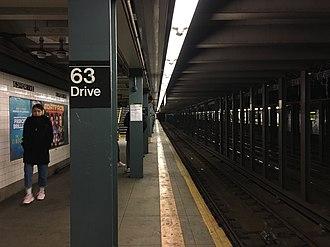63rd Drive–Rego Park (IND Queens Boulevard Line) - A view of the Manhattan-bound platform