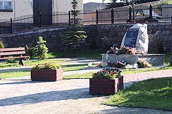 Pomnik Lecha Kaczynskiego w Skorczu.jpg