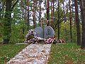 Pomnik egzekucji niemieckich w lasach rembertowskich.jpg