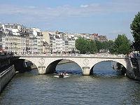 Pont Saint-Michel vu du Petit-Pont-closeup-20050628.jpg