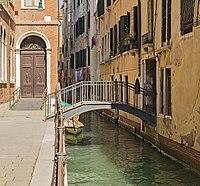 Ponte de le Scuole (Venice).jpg