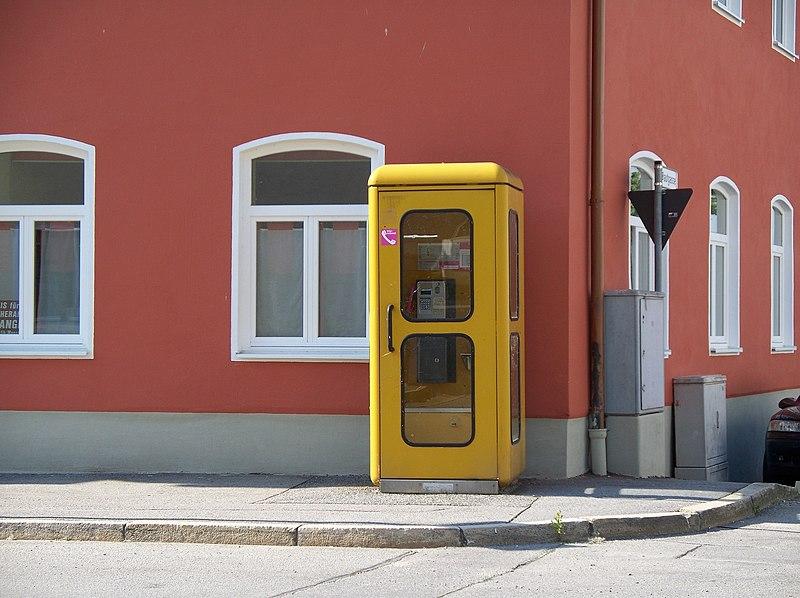 800px-Post-Telefonzelle_in_Pleinting%2C_2010.jpg