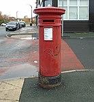 Post box at Kenilworth Road, Wallasey.jpg