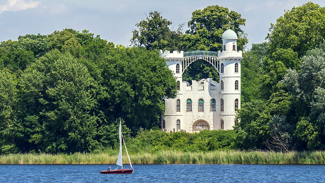 Potsdam Schloß Pfaueninsel.jpg