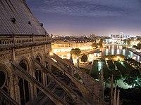 Promenade sur les coursives de Notre-Dame de Paris.jpg