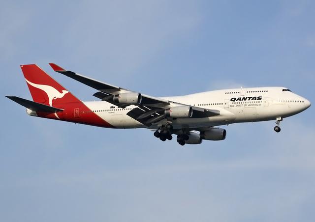 640px-Qantas_Boeing_747-400_VH-OJE_SIN_2011-7-23.png