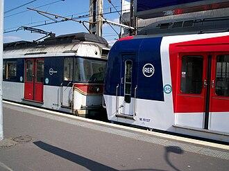 La Varenne - Chennevières Station - Image: RER A Gare La Varenne 5