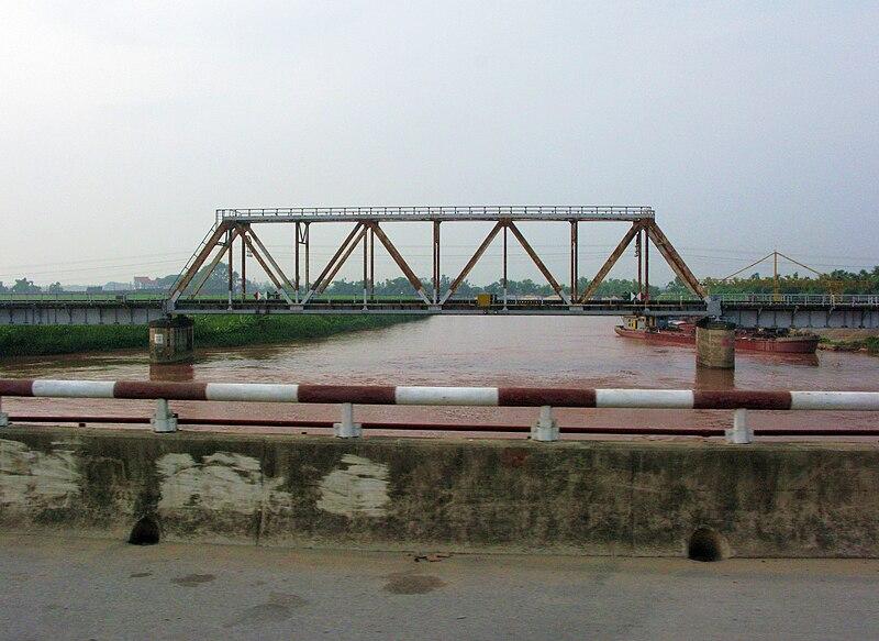 File:Rang River and the old Lai Vu Bridge viewed from new Lai Vu Bridge.JPG