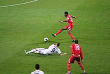 Kondogbia nel 2013, all'esordio a Siviglia contro il Real Madrid.