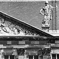 Rechter gedeelte van timpaan (westgevel - Amsterdam - 20011856 - RCE.jpg