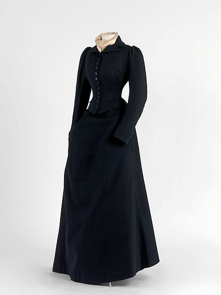 File:Riding habit in cloth with tightly tailored bodice and closed skirt with stitched-in knee, ca. 1885-1895.jpg