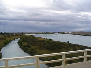 Santa Cruz River (Argentina) - Crossing the Santa Cruz River at Comandante Luis Piedra Buena, Argentina