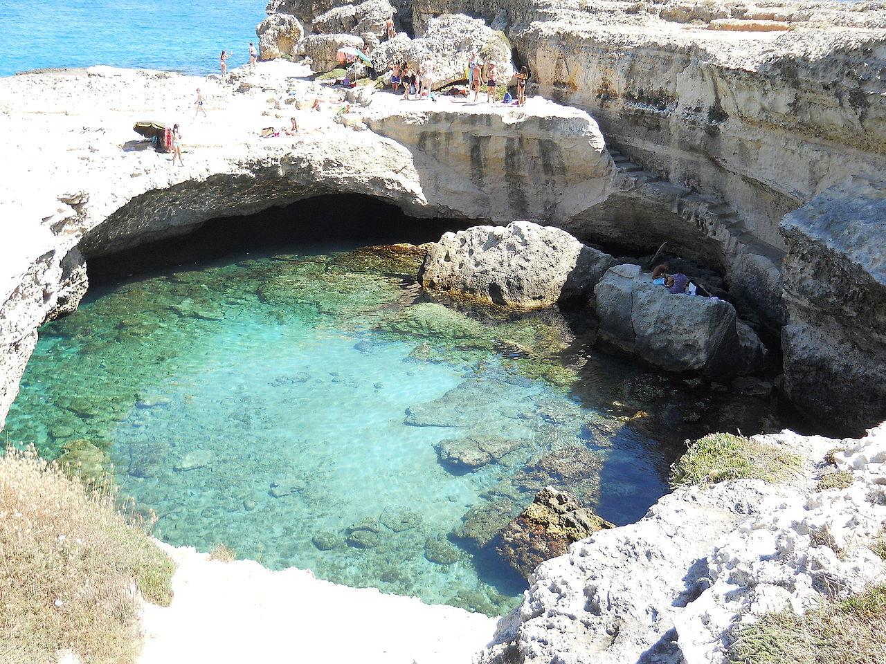 File roca vecchia grotta posia jpg wikipedia - Piscina naturale puglia ...