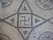 suástica num mosaico romano
