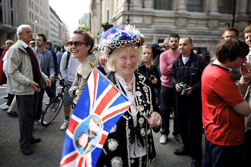 Royal Wedding pearly supporter