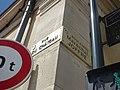 Rue du Château, Beaune - Le Château de Beaune - gatehouse - road signs (35700944075).jpg