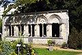 Ruines du château de Lorris - vue de trois-quart.jpg