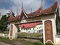 Rumah Gadang Datoek Batoeah Tilatang Kamang gerbang.jpg