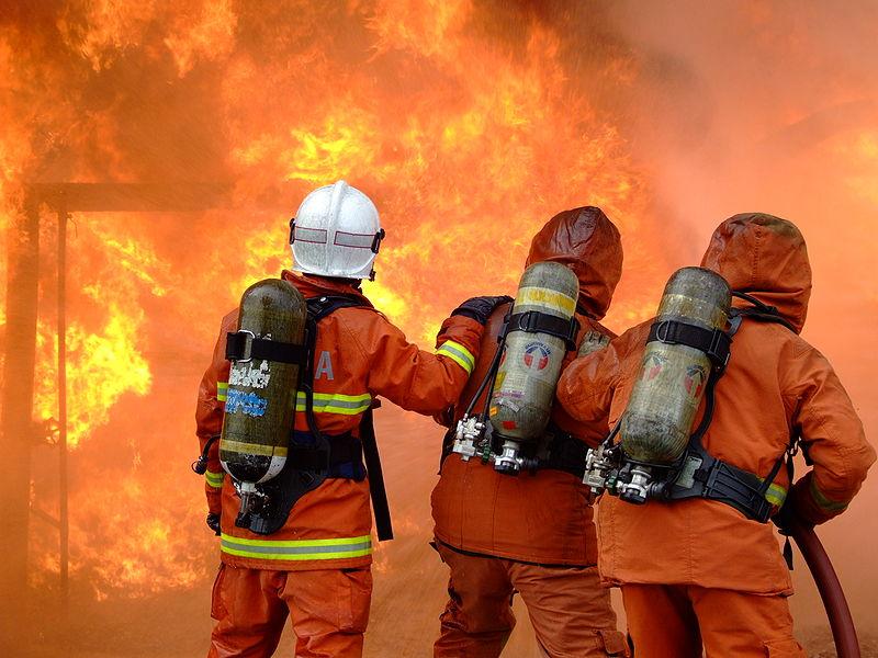 File:Sa obuke u Malezijskoj vatrogasnoj akademiji.JPG