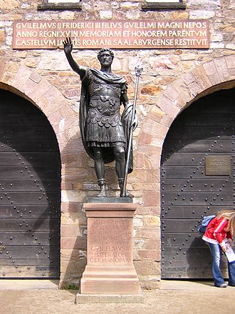 Saalburg - Main Gate: Statue of Antoninus Pius by Johannes Götz and inscription referring to Wilhelm II.