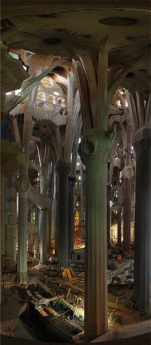 Sagrada Familia column vertical equirectangular panorama 2010.jpg