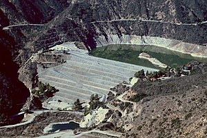 San Gabriel Dam - The dam seen from Glendora Mountain Road