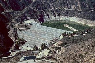 San Gabriel Dam - The dam seen from Glendora Mountain Road