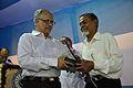 Saroj Ghose Presents Memento to Jamil Ahmed - Inaugural Function - MSE Golden Jubilee Celebration - Science City - Kolkata 2015-11-17 5066.JPG