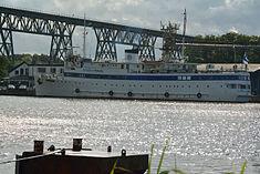 Schleswig-Holstein, Hochdonn, Fähranleger am N-O-Kanal; das Motorschiff Brahe lag dort als Hotelschiff für Wacken Open Air 2015 NIK 5375.jpg