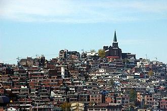 Yongsan District - A hill in Haebangchon, a neighborhood in Yongsan