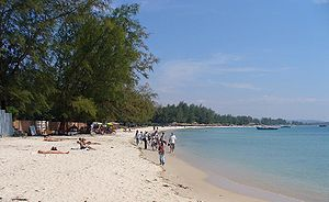 Sihanoukville Province - Tourists at Serendipity Beach