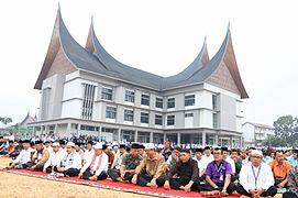 Shalat Idul Fitri 1436 di Payakumbuh.jpg