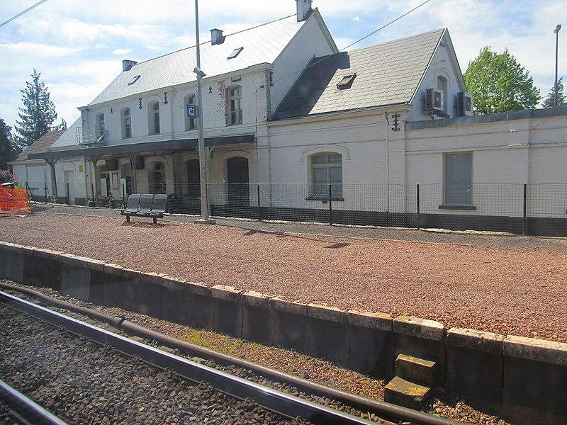 Sint-Genesius-Rode/Rhode-Saint-Genèse train station on 30 April 2017.