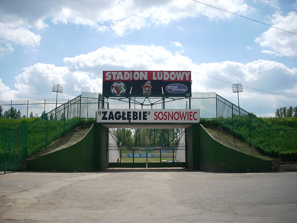 https://upload.wikimedia.org/wikipedia/commons/thumb/3/3b/Stadion_Ludowy.jpg/1024px-Stadion_Ludowy.jpg